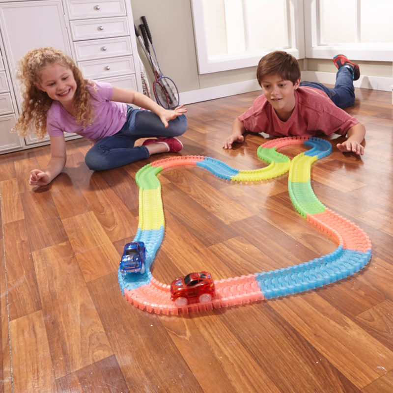 Glowing Race Tracks Extension Set with 162 pieces and extra LED Car